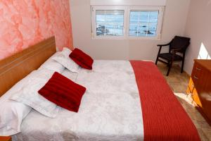 A bed or beds in a room at Apartamentos Muxia Mare