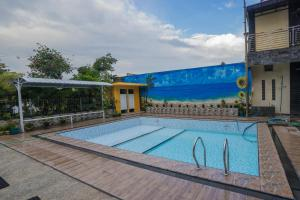 The swimming pool at or close to OYO 564 Bunga Matahari Guest House And Hotel