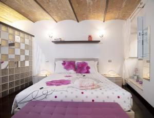 A bed or beds in a room at Domus Paradiso