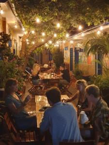 Een restaurant of ander eetgelegenheid bij Hostel Mamabella
