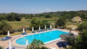 Вид на бассейн в Gardenos Hotel или окрестностях