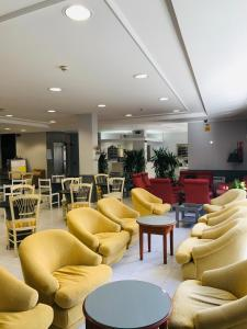 The lounge or bar area at Hotel Bradomin