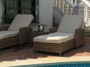 En sittgrupp på Front line Beach Villa Marbella