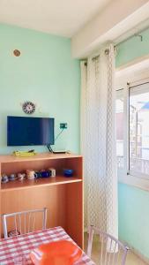 TV o dispositivi per l'intrattenimento presso Casa al mare con terrazza