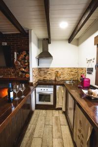 Una cocina o zona de cocina en Casa Spa El Capricho de Miguel