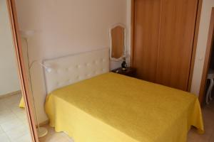 A bed or beds in a room at Sesimbra Terrace Oasis