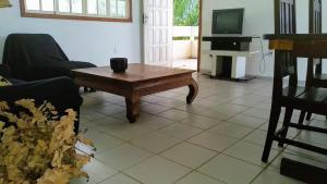 A seating area at Apartamento Jacaraípe