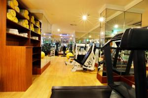 The fitness center and/or fitness facilities at Excelsior Hotel Downtown