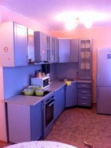 Кухня или мини-кухня в Apartment on Leninskiy 45