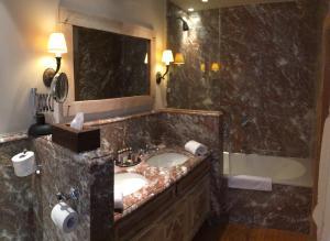 Bagno di Relais Bourgondisch Cruyce, A Luxe Worldwide Hotel