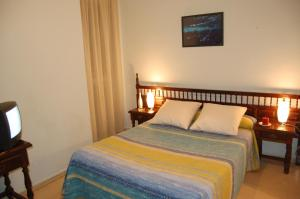 A bed or beds in a room at Hostal Los Infantes
