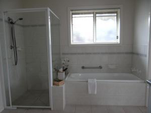 A bathroom at Horsham Central Stay