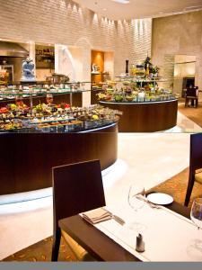 Ein Restaurant oder anderes Speiselokal in der Unterkunft Grand Ankara Hotel Convention Center