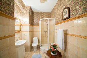 A bathroom at Marcienas Muiza & SPA