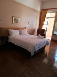 A bed or beds in a room at Durban Manor Hotel and Conference Centre