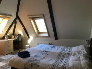 Een bed of bedden in een kamer bij B&B Boerderij De Tempel