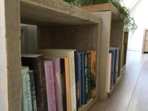 De bibliotheek in de bed & breakfast