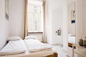 Łóżko lub łóżka w pokoju w obiekcie Hostel Królewska