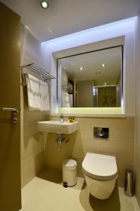 A bathroom at Arch Hotel
