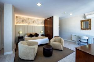 A seating area at Hotel Oca Insua Costa da Morte