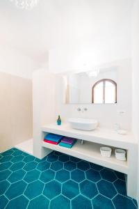 A bathroom at B&B Sa Cruxitta