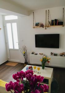 A television and/or entertainment centre at Apartment Mata