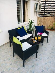 A seating area at Apartment Mata