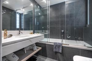 A bathroom at Glyfada Riviera Hotel