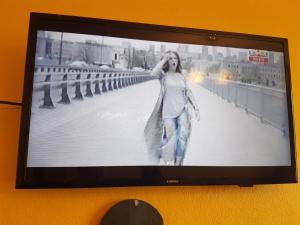 Телевизор и/или развлекательный центр в Hotel Erfolg