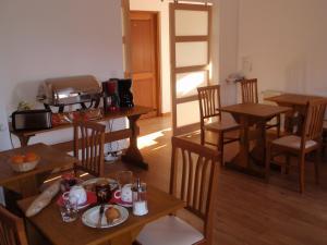 Restaurant ou autre lieu de restauration dans l'établissement Rossli