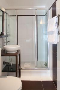 A bathroom at Hotel Eiffel Seine