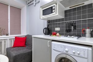 Кухня или мини-кухня в RentalSPb with Private entrance