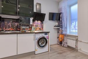 Кухня или мини-кухня в RentalSPb 3 studios
