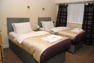 A bed or beds in a room at The Old SchoolHouse Hotel