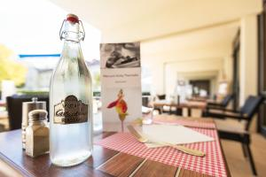 A restaurant or other place to eat at Mercure Vichy Thermalia