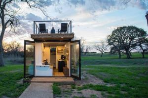 Elegant Container Home Tiny House#1 Near Magnolia