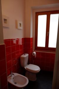 A bathroom at Old School Guest House