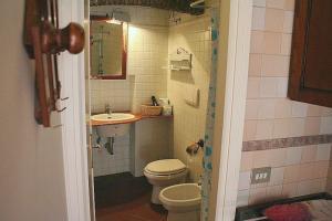 A bathroom at Portico d'Ottavia, the ancient Rome