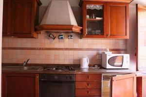 A kitchen or kitchenette at Portico d'Ottavia, the ancient Rome