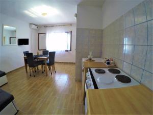 A kitchen or kitchenette at Apartments Dalmatia Blue