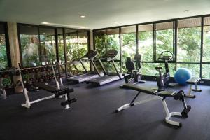 The fitness centre and/or fitness facilities at Sea View Koh Chang Pool Villas