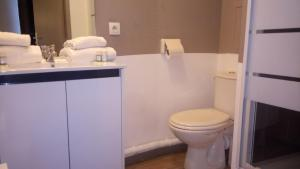 Salle de bains dans l'établissement Le Carmin by Popinns