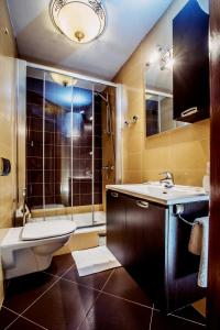 A bathroom at Dimora Picco Bello