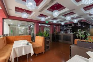 A restaurant or other place to eat at Terra Nova Sport&Spa Hotel