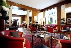 The lounge or bar area at Colonna Palace