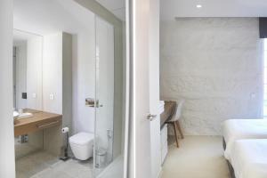 A bathroom at Quinta Milhão - Casa da Horta