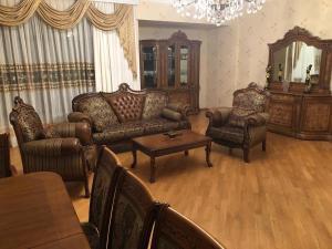 Uma área de estar em ЦЕНТР БАКУ 2 Спальни