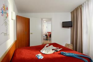 A bed or beds in a room at Residence Residéal Antibes