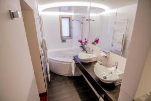 A bathroom at Zur Weinsteige****