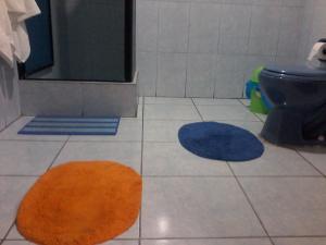 A bathroom at Royal Sweet Dreams Airport B&B